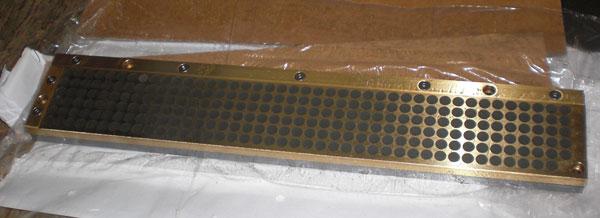 Магнитный стол для фиксации шлифуемых деталей