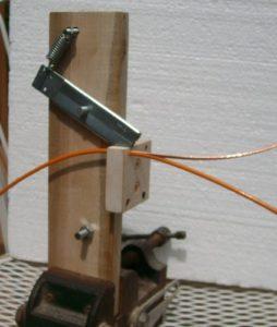 Простой ручной стриппер для снятия изоляции с провода